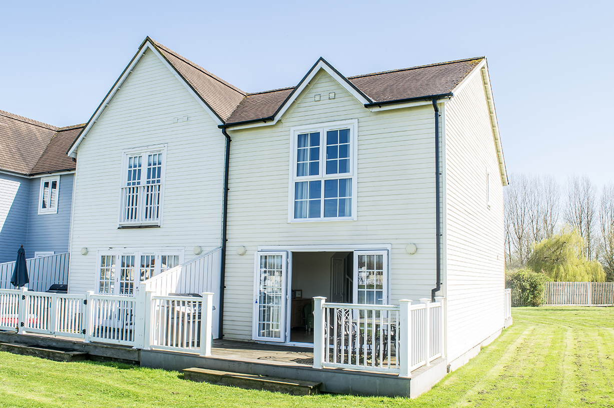 Windrush 19 , Classic Lodge , 3 Bedrooms ,Watermark | Cotswold